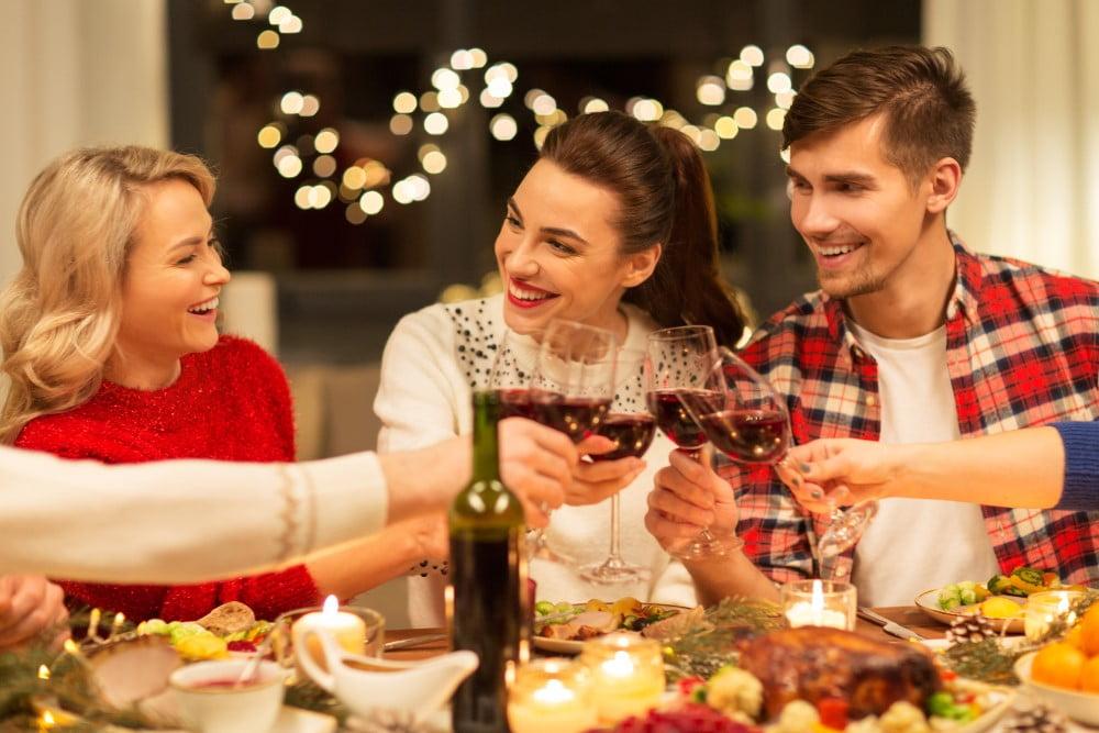 Venner der nyder en julefrokost menu
